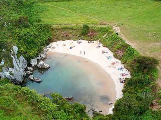 Playa de Gulpiyuri: la playa que no tiene mar