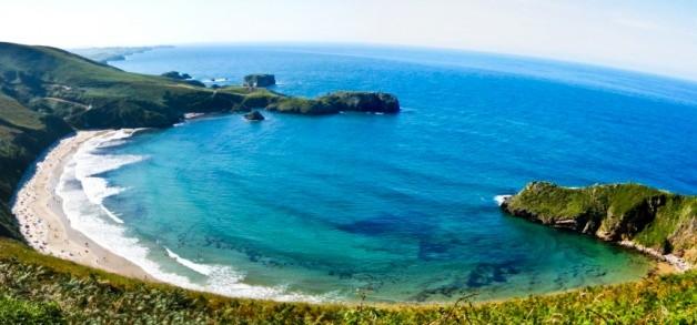 Playa de Torimbia: naturaleza y aguas cristalinas en Llanes